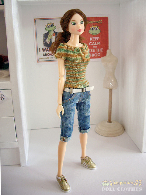Momoko doll in hand knitted sixth scale stretchy camo top and knee length worn washed blue denim jeans shorts pants with real pockets and belt on Flickr.Doll clothes and photo made by Hegemony77