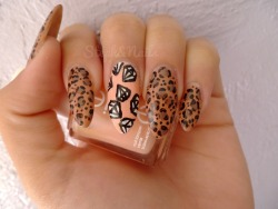 Falling diamonds (which unfortunately smeared with top coat :( ) and leopard print. Tell me again why my mother insists on me cutting my nails? I love them so much <3____<3