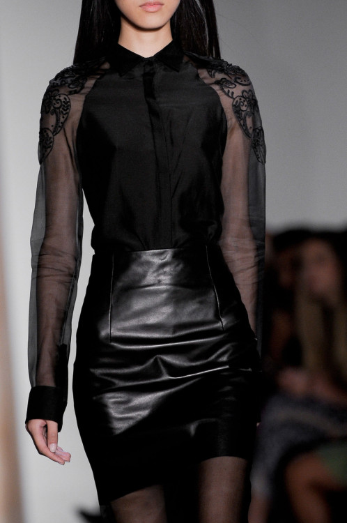 dark-runway:  MORE DARK FASHION HERE!