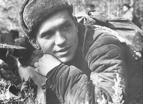 imperija:  Soviet soldier with his DP-28