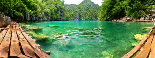 threeestarsandasun:  Relax by the waters at Kayangan Lake.