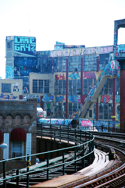 5 Pointz, 7 TRAIN.