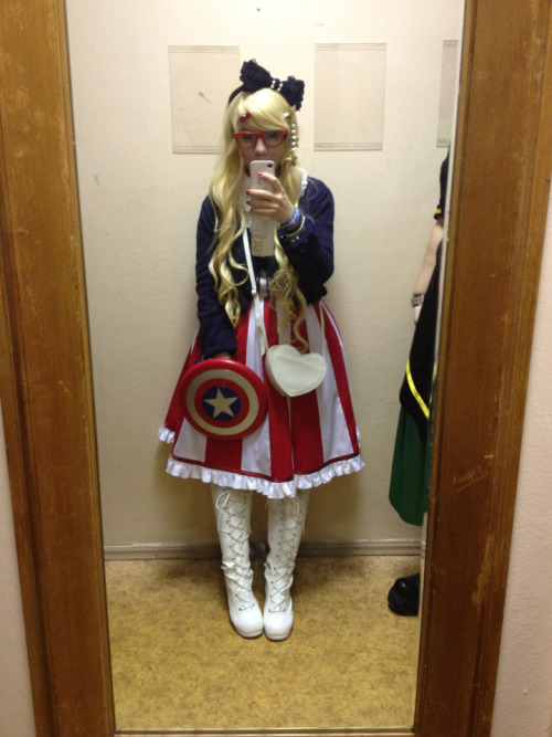 karindreams:  Every con 2012, Me as Captain America xDD
