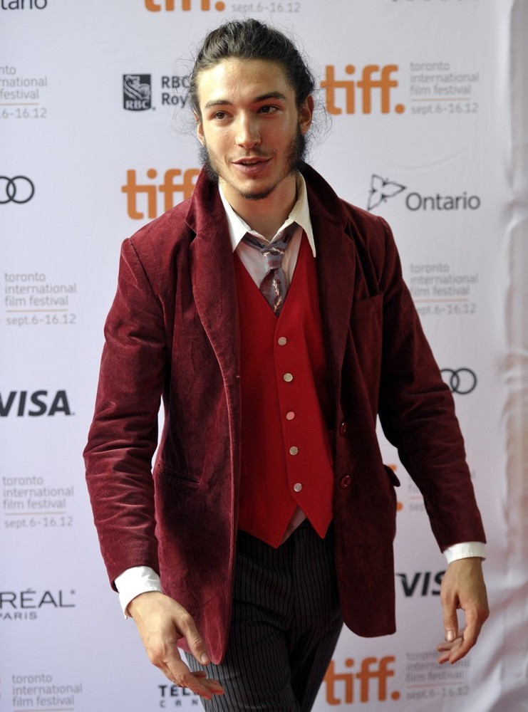 Ezra Miller - The Perks of Being a Wallflower premiere at the TIFF, September 8th 2012 This whole look is bonkers fantastic! So autumnal! Lovelovelove!