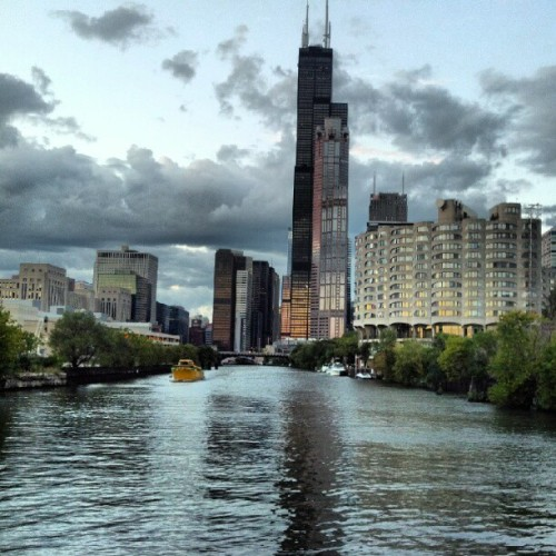 brittanyabeatty:  Chicago River #Chicago #River #ChicagoRiver #WillisTower #Willis #Sears #SearsTower #Building #Highrise (Taken with Instagram)