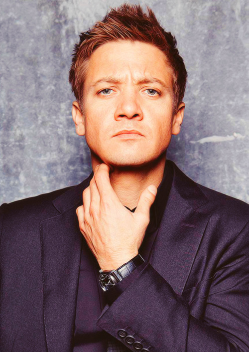 146/100+ pictures of Jeremy Renner