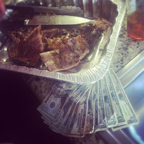 $128 & bbq ribs #moneyfood http://moneyfood.tumblr.com #foodporn #ribs #bbq #man (Taken with Instagram at Mission Beach)