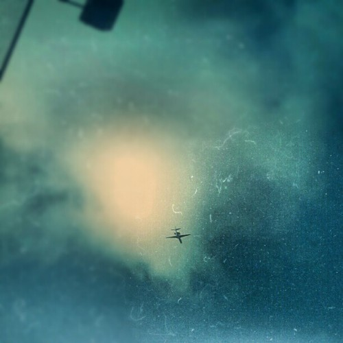 dusty airlines.  #mextures #mextures #littlephoto #pixlr #lookingup #plane #fly #clouds #sun  (Taken with Instagram)