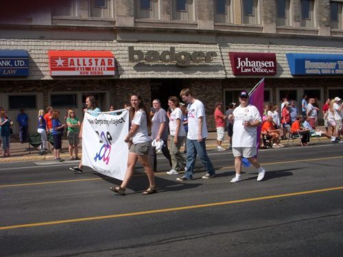 bisexual-community:  The Bisexual Organizing Project aka BOP is a 501(c)3 non-profit social & service organization dedicated to serving the needs of the Twin Cities (Minneapolis – Saint Paul) Minnesota Bisexual Community and providing resources and information to the community at large. BOP is not just for people who identify as bisexual — it is home to a wide variety of people whose emotional or sexual attraction is not limited to one gender or is not dependent on gender at all. It is welcoming to anyone who doesn't fit neatly into the definitions of lesbian, straight, or gay, as well as those who are in the process of exploring their sexuality. Friends, loved ones, and allies are also welcome, regardless of how they identify themselves.