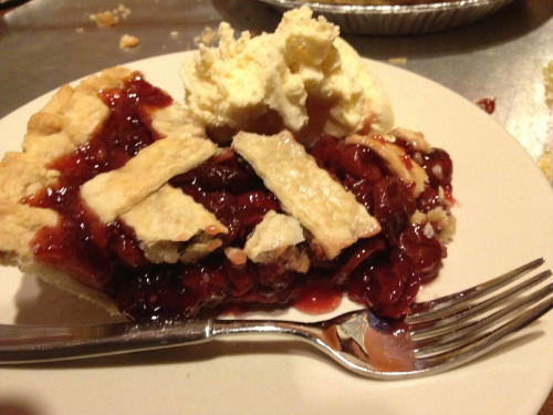 Cherry pie a la mode