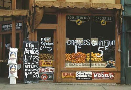 Grocery store in Lincoln, Nebraska, taken in 1942
