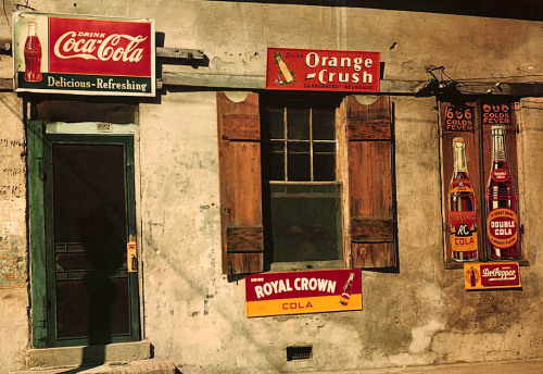 This picture was taken in 1940, and shows a storefront in Natchez, Mississippi. I really like the unique nature of these old stores. Each one was different. Now it sometimes feels like every store in every city is about the same.