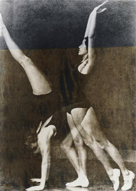 frenchtwist:  via realityayslum:  Wanda Wulz - Exercices de gymnastique, 1932. … via RMN