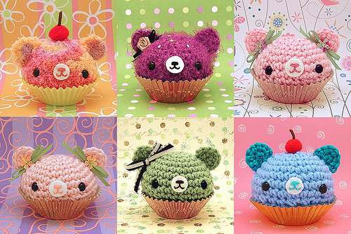 the-cake-is-a-llama:  Bear cupcakes  afljaf soooo CUTE!
