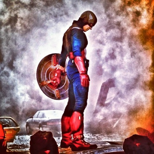 In Captain America we trust! #captainamerica #avengers #red #white #blue #snapseed #screencap #battle #color #marvel #smoke #effects #shield #fire #webstagram #statigram #instacam #instagram #instacanvas #instatags #ig #iphone #iphoto #chrisevans #evans @ChrisEvans (Taken with Instagram)