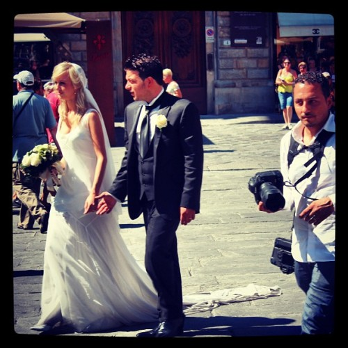 Note to self: getting married in #Firenze is a bit of a cliche. #studyabroad (Taken with Instagram at Piazza della Signoria)