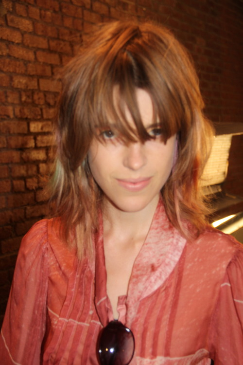 Sojourner Morrell can totally pull of her shaggy Lou Doillon/Jane Birkin bangs. me? not so much. shot backstage at Peter Som and thank you to the follower who ID'ed the model for me. you know who you are ;)