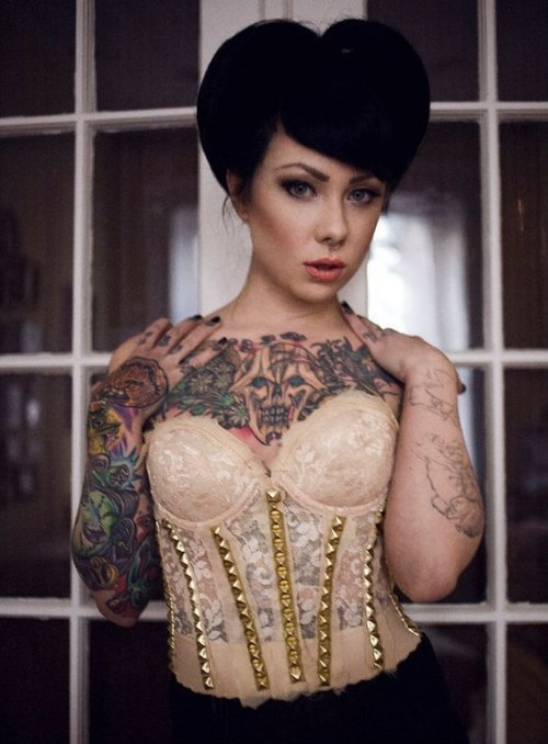 I want this corset. so bad.