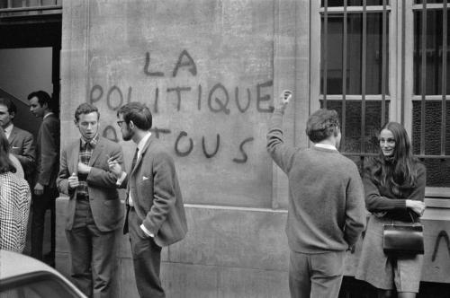 fotojournalismus:  In front of Sciences Po (the School of Political Science). Rue Saint-Guillaume, Paris, May '68. [Credit : Bruno Barbey]