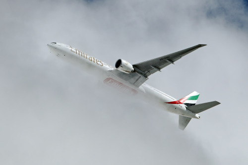 jett721:  Emirates Boeing 777-31H/ER breaking through the clouds over Amsterdam.