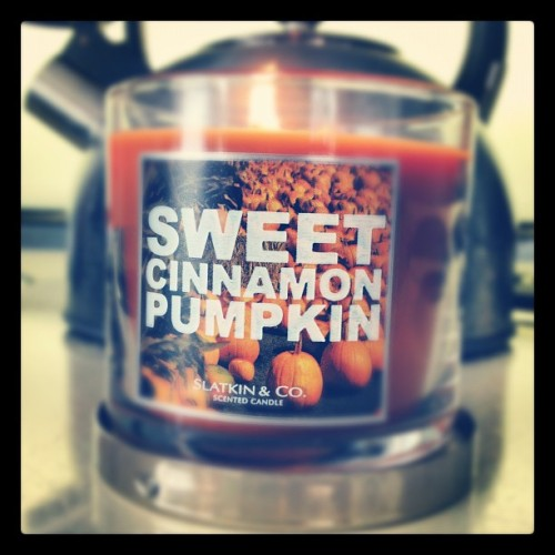 Mmmm, this candle is amazing #candle #bathandbodyworks #cinnamon #pumpkin #fall  (Taken with Instagram)