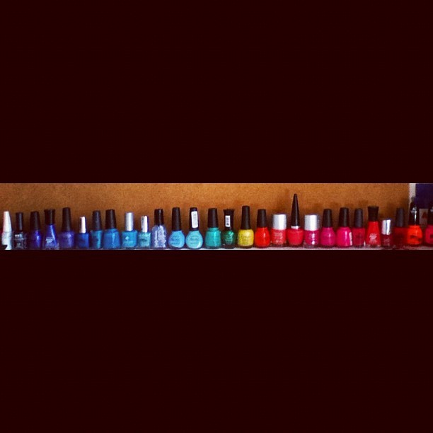 #nail #polish #colors #red #blue #purple #green #mine #justemoi #instagood #line #bored  (Tomada con Instagram)