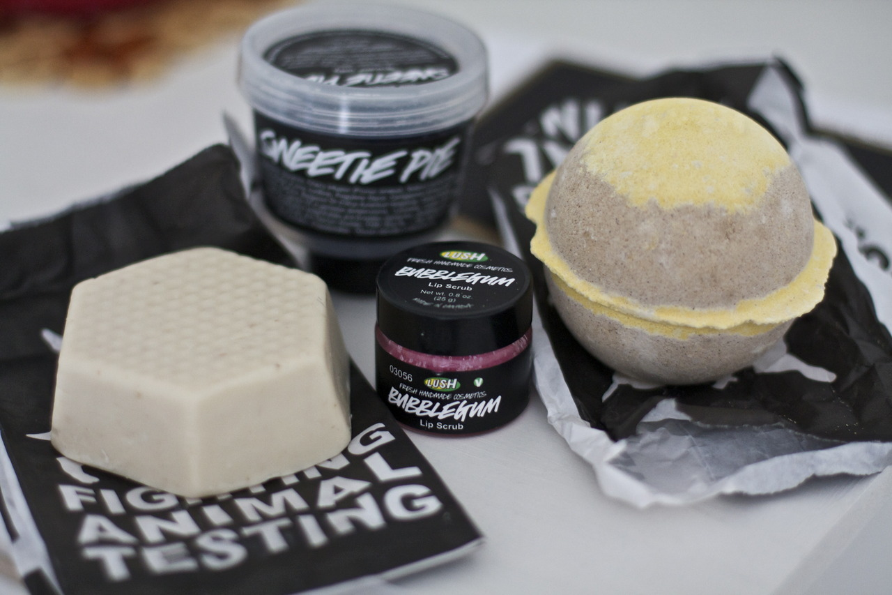 strangesadmagic:  lush lush lush n____n Because lovely smelling things are the best.
