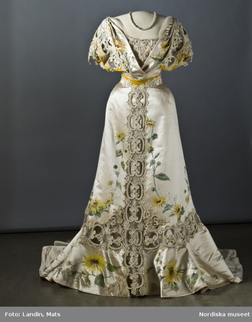 omgthatdress:  Evening Dress 1907 Nordiska Museet