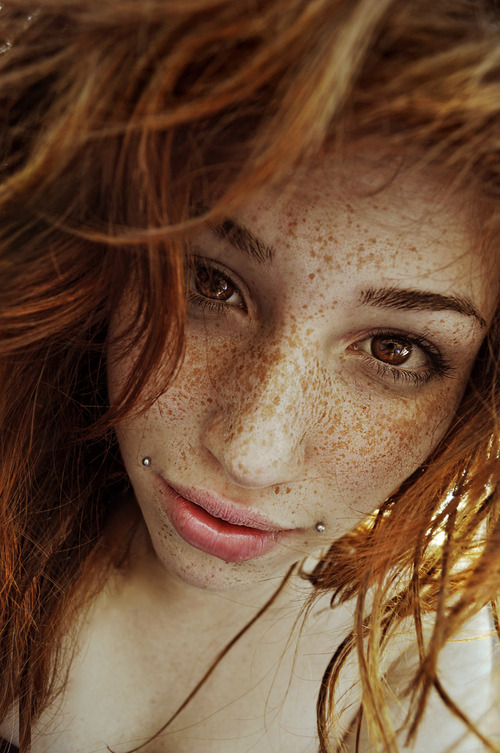 the-perks-of-being-gina:  Her freckles though