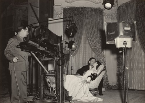 dadsamoviecritic:  Clark Gable and Vivian Leigh on the set of filming of 'Gone With The Wind'
