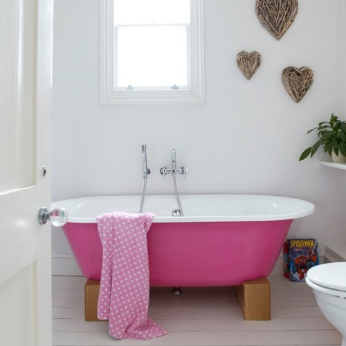 make your bath stand out (via housetohome)
