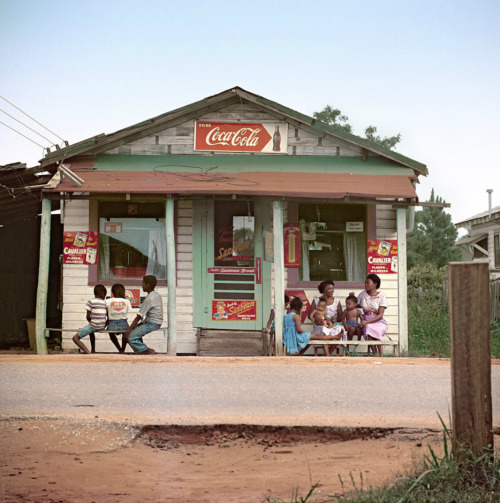 (via everyday_i_show: photos by Gordon Parks)
