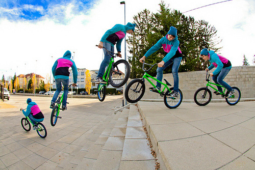 erectinq:  holluhster:  this is really cool  guys who bmx >