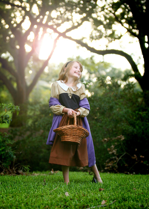 fyeahprincessaurora:  disneycosplayftw:  Too cute!  a;lkdf;alskjdf So cute!