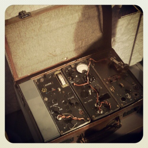 09082012 #Discovery #TimesSquare // #Spy: The #Exhibit // #Suitcase #Radio: Type B, MKII radio used by the PAS and British #SpecialOps Executive (SOE) behind #German lines in #France // #NYC #DiscoveryTSX #Museum #Fun #Interesting #Espionage (Taken with Instagram at Discovery Times Square)