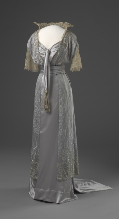 omgthatdress:  Evening Dress 1913-1914 Nasjonalmuseet for Kunst Arketektur, og Design