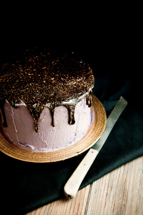 A Glittery Gold Chocolate Cake