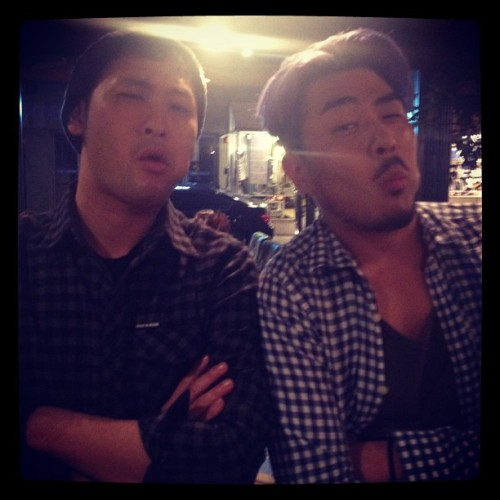 [TRANS] @real_hyunsong Nice to meet you! RT @blobyblo Met Hyunsong-sshi while Epik High was meeting up at a coffee shop in Hongdae. If only Choiza (of Dynamic Duo) was there… three of a kind… Rwak on!  (via Tablo's Instagram | Hyunsong's twitter)