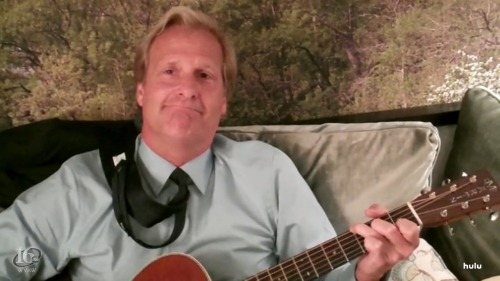 Our favorite guy Jeff Daniels and his Martin. And also his tie.