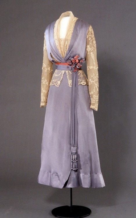 Dress 1914-1915 Nasjonalmuseet for Kunst, Arketektur, og Deisgn