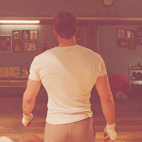 steveykins:  stark-spangled:  cacchieressa:  #the avengers #steve rogers #h o l y f u c k #what is this witchcraft? #WHO IS SHAPED LIKE THIS IN REAL LIFE #crying because chris evans and his tiny waist I love that he's shaped like an actual comics superhero. Sigh.  FUQEWE CHRIS  just damn