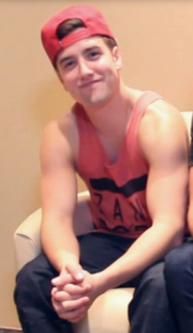 lifeandbtr:  But Logan's arms…  SEEEXXYYY. Yum.