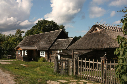 Open air museum. This is an authentic place, in the middle of the woods at the island of Saarema, Estonia.  evysinspirations:  Thatched roofs of Altja village (by Sokleine (mostly off))