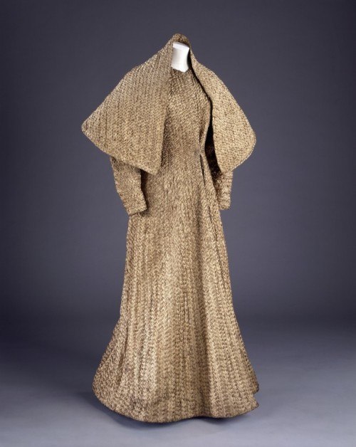Ensemble Elsa Schiaparelli, 1937 The Victoria & Albert Museum