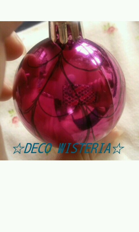 I started making crystal ball for Christmas season. Today I will show you how I make crystal ball. The first step, I draw the design on a ball. I always draw the design by hand. It is very hard to draw byhand on globe.  I try to draw as equally as possible.  Sometimes I draw the design many times.  Draw, erase, draw erase… I repeat many times. The second step, painting a ball as check swarovski line stones color sample. I consider and imagine what color I should use. Then paint similar color of swarovski. The third step, I decorate gold chains as an outline. I often used 1.5 mm gold chains but I used 2.3 mm gold chains this time.  I thought 2.3 mm might be too big. But when I decorate them I knew it is very cute!   I glue the chains on a ball carefully.  Sometimes I have to wait set the glue before decorate next outline.  If I didn't wait the chains it would be shifted by weight. The fourth step, decorate on the design.  Today I will show you until the third step.  These 3 steps are more important than the fourth step.  If I didn't do these 3 steps carefuly I can't make nice crystal ball. Next time I will show you complete crystal ball. ;)