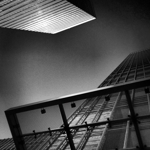Sapphire Reflection Mono • #bankstreet #canarywharf #eastlondon #londondocklands #london #england #greatbritain #unitedkingdom #nocloud #steel #glass #overhang #canopy #sunlight #reflection #bright #25bankstreet #40bankstreet #up #evening #september #2012 black #white #grey #blackandwhite #inkwell #lux  (Taken with Instagram at Canary Wharf Underground Station)
