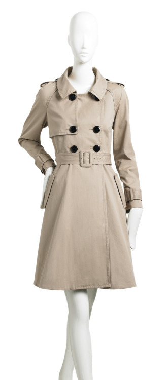 Fall trend alert: the classic trench. Click on the photo and check it out. FUN NOTE: Get this fall's MUST-HAVE ebook, THE SUGAR LIST: 101 WAYS TO EXPLORE THE SWEET SIDE OF LIFE.