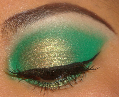 Green 3D Eyeshadow Tutorial here  http://youtu.be/lBCqslXPzVQ you can see more of my tutorials here  http://www.youtube.com/user/makemeupbywhitney