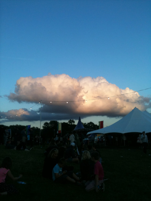 Love this perfect, puffy cloud!