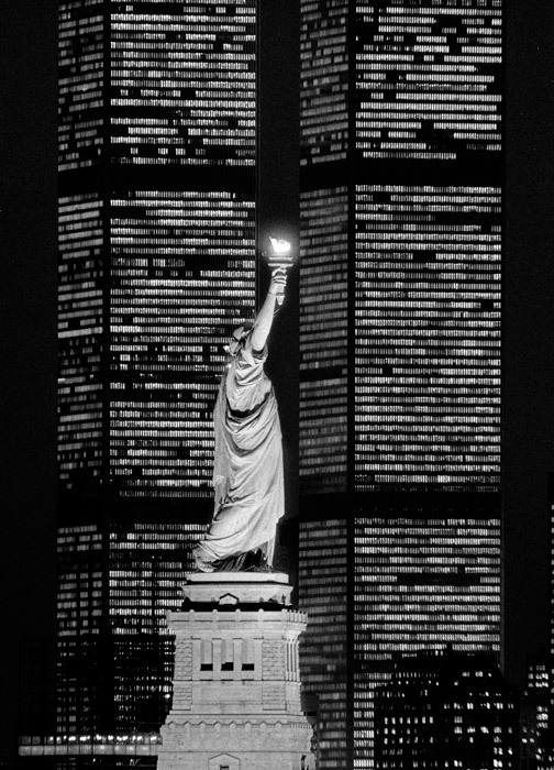 firsttimeuser:  The Statue of Liberty, flanked by the twin towers of the World Trade Center, Dec. 5, 1983 Photo by Fred R. Conrad
